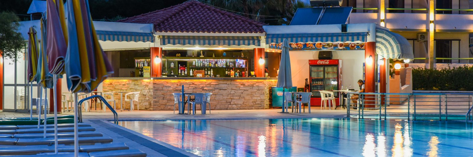 Photos Image| Pool & Bar